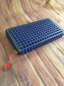 ルブタンのスタッズ財布