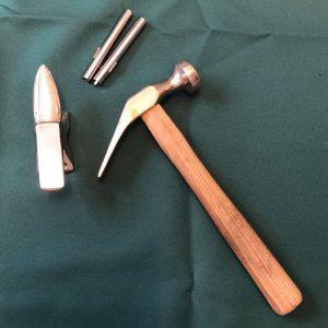 ホックの打具と工具